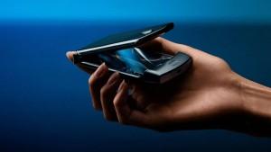 Складной смартфон Motorola Razr подешевел до $480