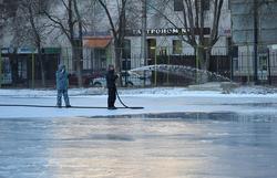 Мэрия: хоккейные коробки и катки будут готовы через неделю