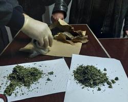 Курьер не смог незаметно перебросить в колонию наркотики