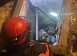 Спасатели достали пенсионера из 'технической ямы'