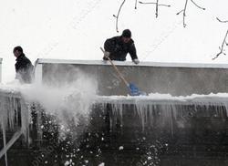 Школам и детсадам дадут денег на очистку крыш от снега