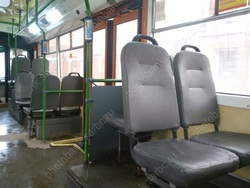 Девушке при падении в троллейбусе оторвало часть пальца
