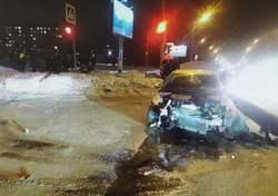 Проехавший на 'красный' водитель и его спутница попали в больницу