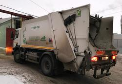 Регоператор пожаловался на мешающие вывозу мусора автомобили