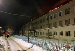 Пожар уничтожил крышу школы
