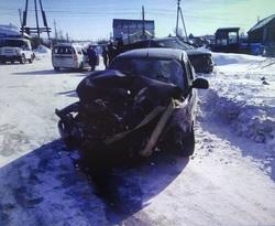 В столкновении автомобилей на 'встречке' пострадали 4 человека