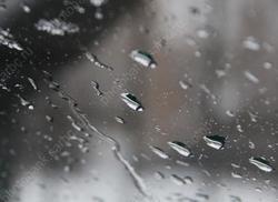 В городе - небольшой плюс и дождь