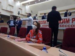Оппозиция и партия власти обменялись упреками на заседании облдумы