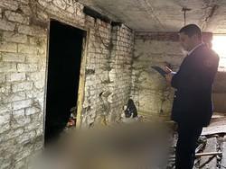 Слесарь обнаружил труп в подвале дома
