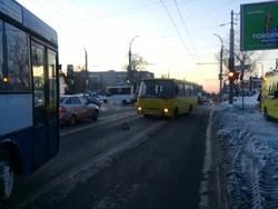 В столкновении двух маршруток пострадал пассажир