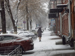 В городе - мокрый снег