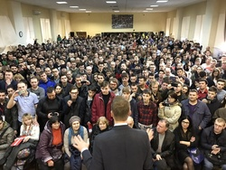 Времена. Пожар в ТРЦ 'Зимняя вишня', Саратов посетил Навальный
