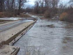 Паводок. Затоплены 3 моста