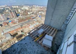Молодой мужчина погиб при падении с 25-го этажа на стройке
