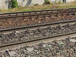 Поезд насмерть сбил юношу