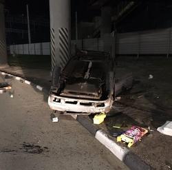 На улице Шехурдина автомобиль слетел с дороги и перевернулся
