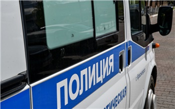 В Красноярске нарушитель масочного режима сбил на машине полицейского