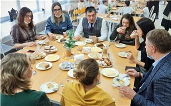 «Хлеб, омлет, масло и сыр»: красноярские родители проверили бесплатные школьные завтраки своих детей