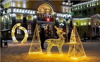 «Сказочная новогодняя площадь» открылась для пассажиров и посетителей Красноярского ж/д вокзала