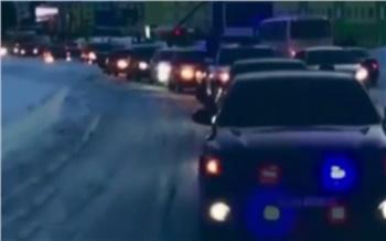 Тонированная Toyota со стробоскопом прокатилась по Норильску. Водитель может лишиться прав