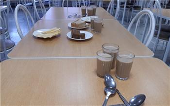 «Чай, кукуруза, икра кабачковая»: в красноярских школах начали выдавать продуктовые наборы для учеников-льготников