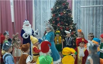 Утренники в детских садах Красноярска проходят без родителей и приглашенных Деда Мороза и Снегурочки
