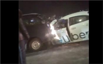 В Красноярске в новогоднюю ночь столкнулись такси и микроавтобус. Четверо взрослых и 6-летний ребенок в больнице