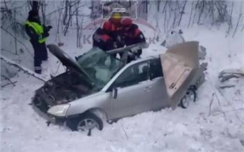 На трассе под Ачинском в ДТП погибла женщина-водитель