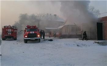 В Хакасии женщина решила подогреть подполье с помощью электроплиты и спалила дом. В огне погибли двое