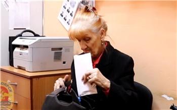 Суд оставил на свободе красноярца, который вырвал у бабушки сумку со 130 тысячами рублей