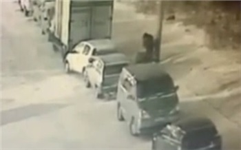 В Красноярске в районе Мясокомбината избили и ограбили женщину
