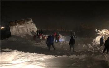 По делу о сходе лавины в Норильске задержали чиновника мэрии. Он «не заметил» незаконных построек на горе