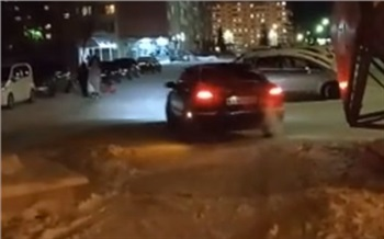 Водитель проехал вдоль ледового городка в Железногорске и получил штраф