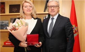 Александр Усс наградил орденом директора проектного офиса «Норникеля» за вклад в подготовку к Универсиаде в Красноярске