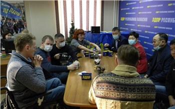 «Он оскорбил целый народ»: обиженным на высказывания спикера Верховного Совета Хакасии калмыкам не разрешили выступить на сессии