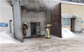 В горящем складе на улице Калинина пропали трое пожарных