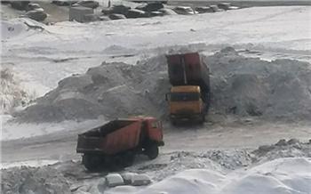 «Беспредельщики в городе!»: красноярцы жалуются на сваленный в жилых районах снег