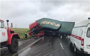 Отправлено в суд дело о столкновении грузовика с бензовозом в Уярском районе. В результате погиб один из водителей
