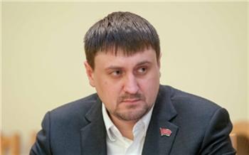 По делу чиновницы красноярской мэрии ФСБ задержала еще одного депутата. Он помогал в передаче взятки