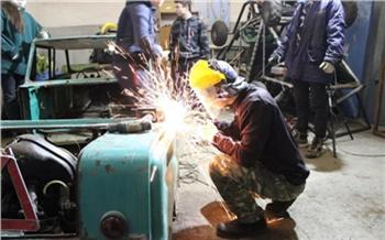 «Сибирский Cyberpunk»: красноярские школьники конструируют лимузин из советских «инвалидок»