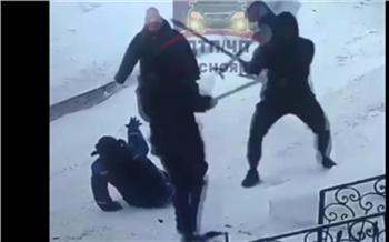 Участники драки на лопатах в Центральном районе Красноярска написали друг на друга заявления