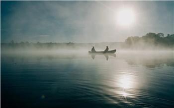 Лодка с четырьмя рыбаками опрокинулась на реке Кантегир в Красноярском крае