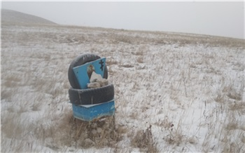 В Хакасии фермер огородил свое поле памятниками с местного кладбища. Возбудили уголовное дело