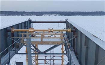 Строители установили две опоры самого северного моста через Енисей