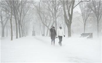 На Красноярск надвигаются мощные московские снегопады и сильный ветер