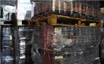 Житель Тувы построил тайник в грузовике и попытался нелегально провезти канистры со спиртом