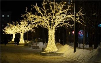 С улиц Красноярска убирают светящиеся деревья