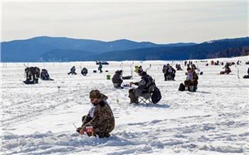 Красноярцев позвали на массовую рыбалку в разгар весны. Ловить рыбу предстоит 4 часа