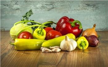 Проверяющие изъяли со склада 1,3 тонны овощей, которыми планировали кормить красноярских школьников