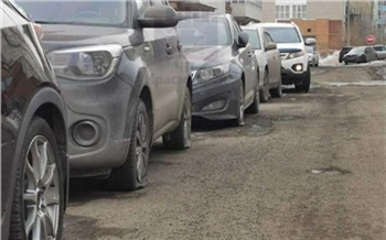 Полиция Красноярска начала проверку из-за повреждения машин на Взлетке